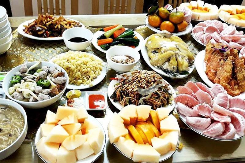 Tự nấu hay chọn dịch vụ nấu tiệc đám giỗ tại nhà của Hai Thụy?