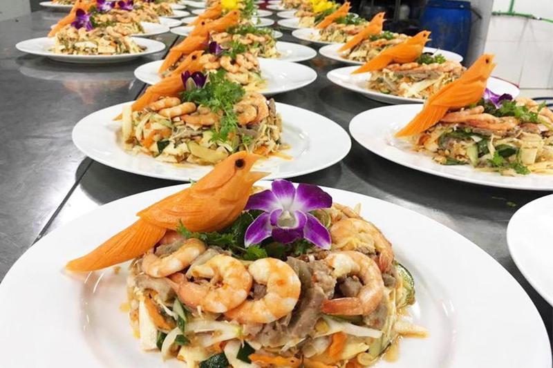 Sở hữu tiệc hoành tráng nhờ dịch vụ nấu tiệc tại nhà của Hai Thụy Catering