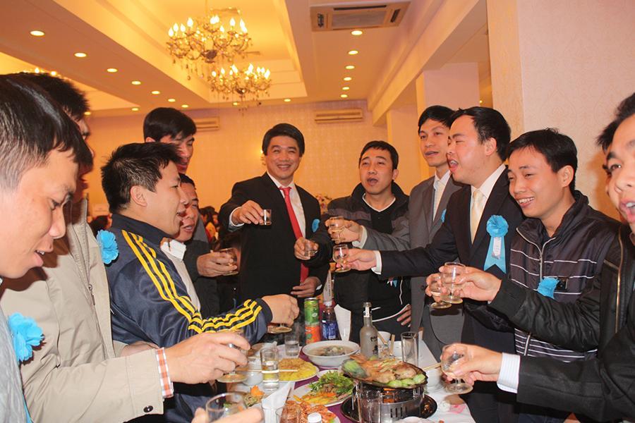 Đặt tiệc liên hoan công ty hcm với 4 bước tổ chức tiệc công ty liên hoan cuối năm